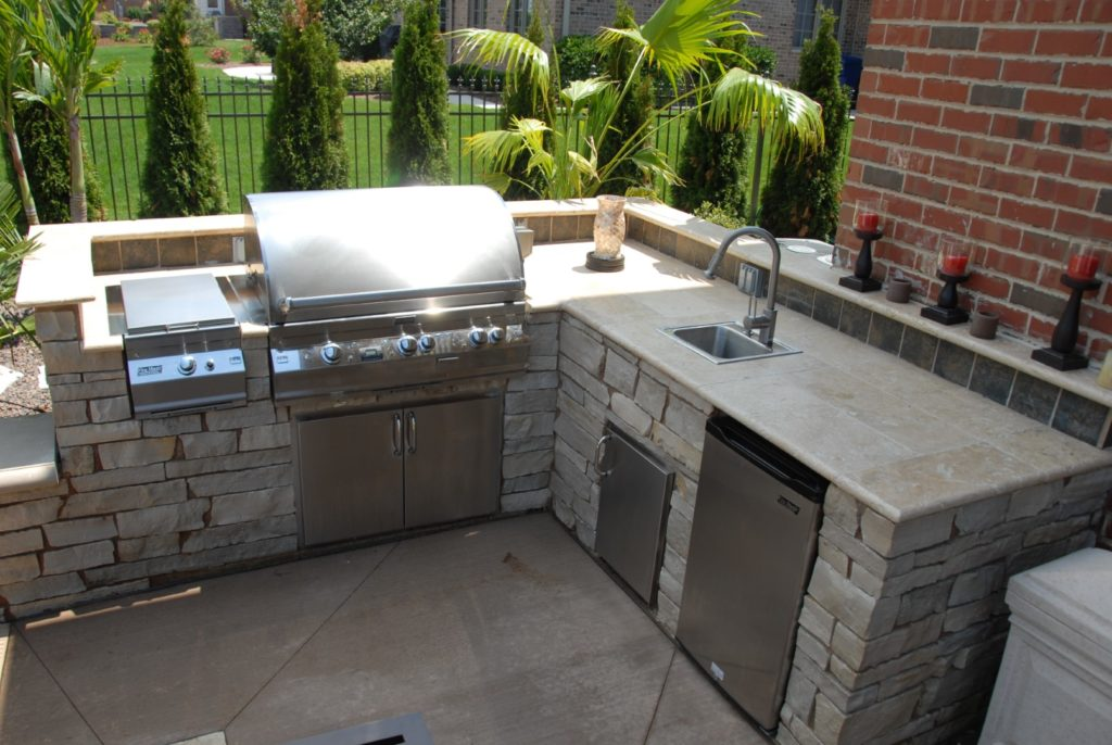 Outdoor Bar or Kitchen designed by All Seasons Pools & Spas, Inc.