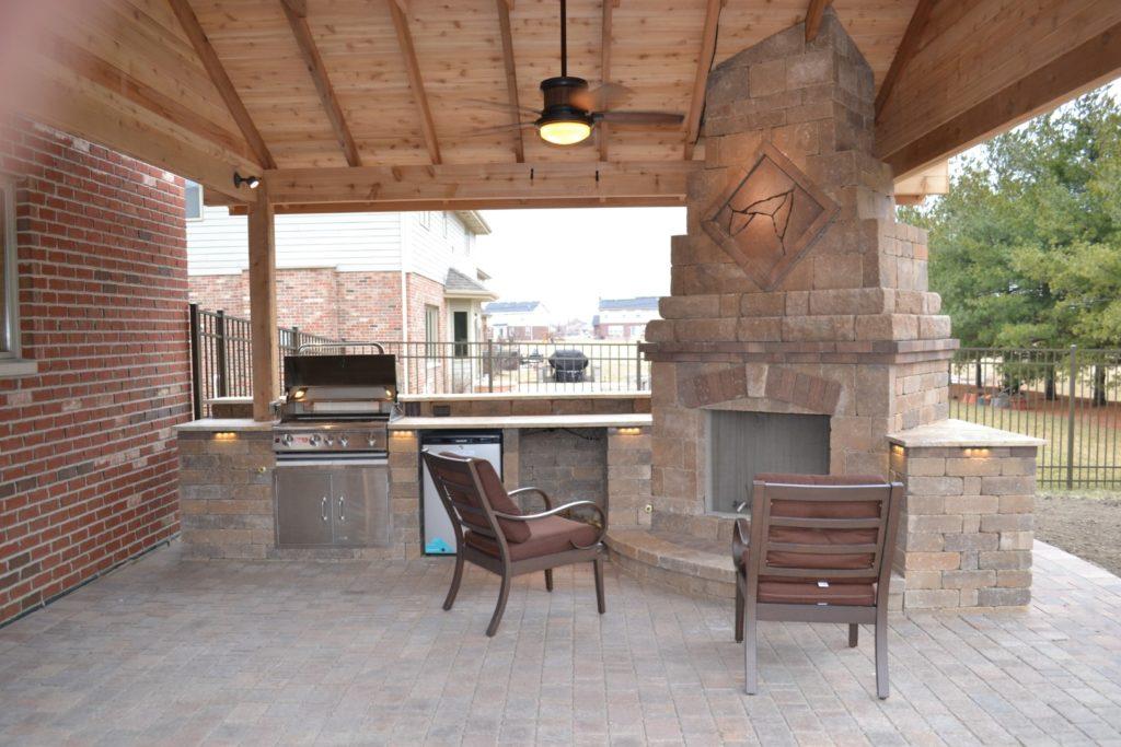 Pavilion, Kitchen, Bar, & Fireplace in Orland Park, IL